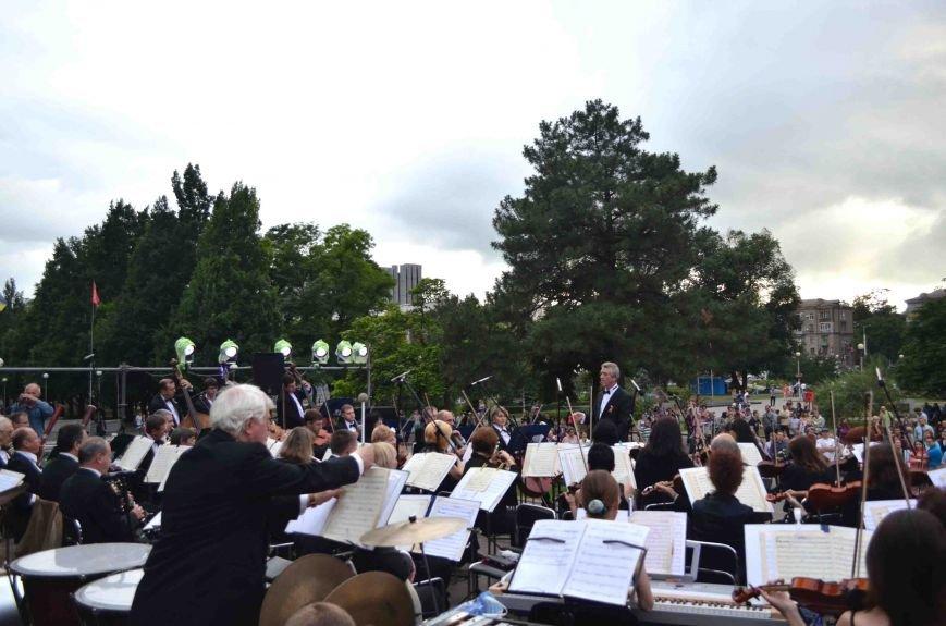 В Запорожье ко Дню Конституции под открытым небом выступил симфонический оркестр (ФОТО), фото-9