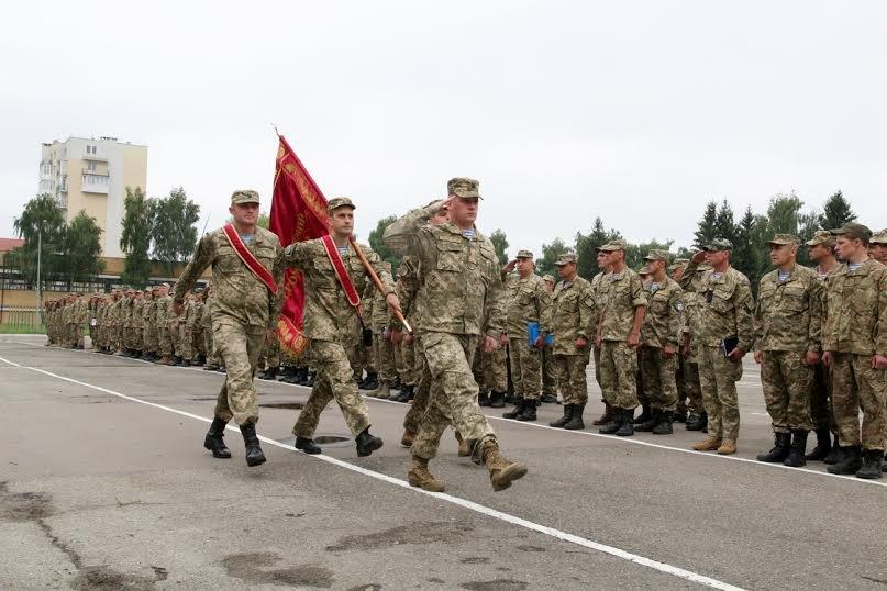 У Львові вручили бойові нагороди родичам загиблих воїнів-десантників (ФОТО) (фото) - фото 1