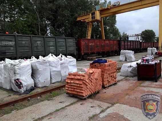 Из Краматорска в «ДНР» пытались провезти почти 100 тонн «Фанты» и «Спрайта» под видом металлургических шлаков. ФОТО (фото) - фото 1