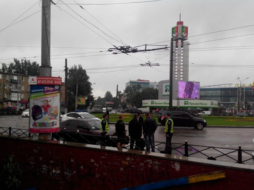 На 95 квартале автомобиль «ВАЗ 2112» врезался в электроопору (ФОТО) (фото) - фото 1