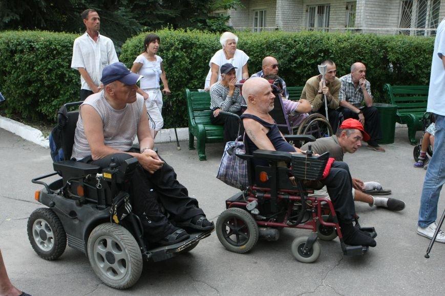 Днепропетровск станет удобнее для инвалидов-колясочников, фото-1