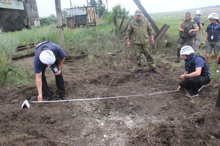 Последствия обстрела «Градами» боевиками «ЛНР» в Луганской области зафиксировали в ОБСЕ (ФОТО), фото-4
