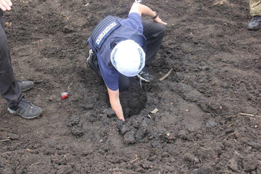 Последствия обстрела «Градами» боевиками «ЛНР» в Луганской области зафиксировали в ОБСЕ (ФОТО), фото-2