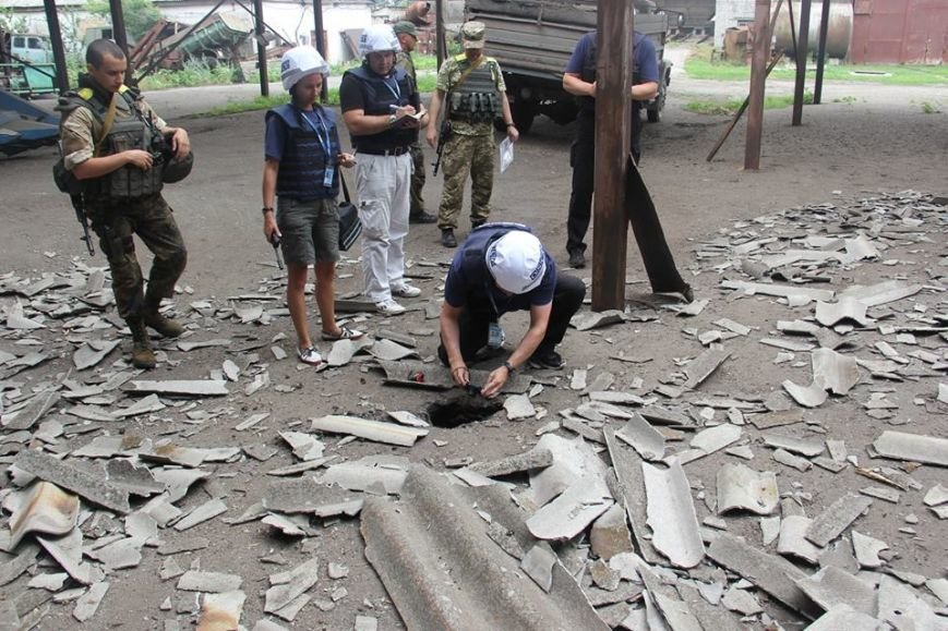 Последствия обстрела «Градами» боевиками «ЛНР» в Луганской области зафиксировали в ОБСЕ (ФОТО), фото-7