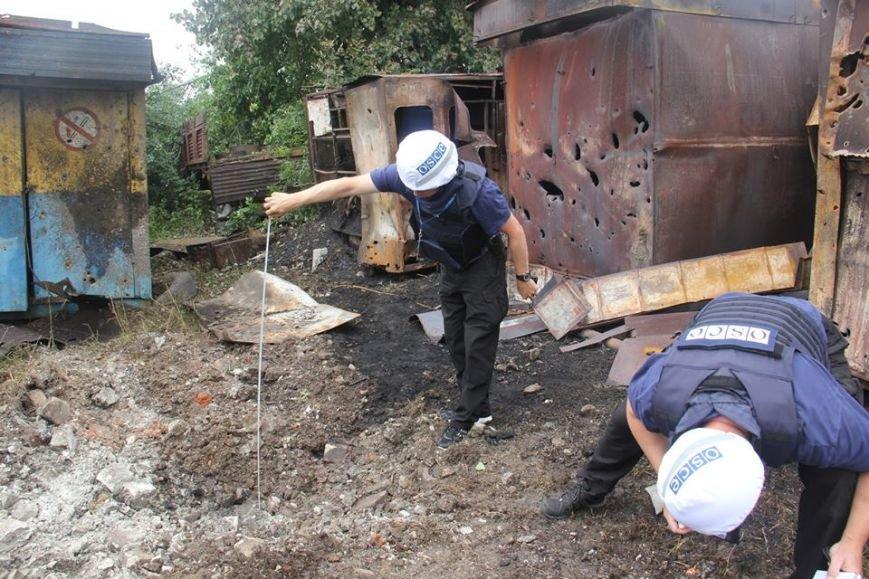 Последствия обстрела «Градами» боевиками «ЛНР» в Луганской области зафиксировали в ОБСЕ (ФОТО), фото-10