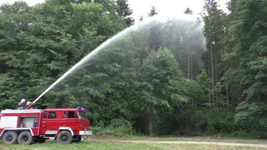 Буковинські рятувальники  вчилися  гасити  масштабну  лісову пожежу (ФОТО) (фото) - фото 3