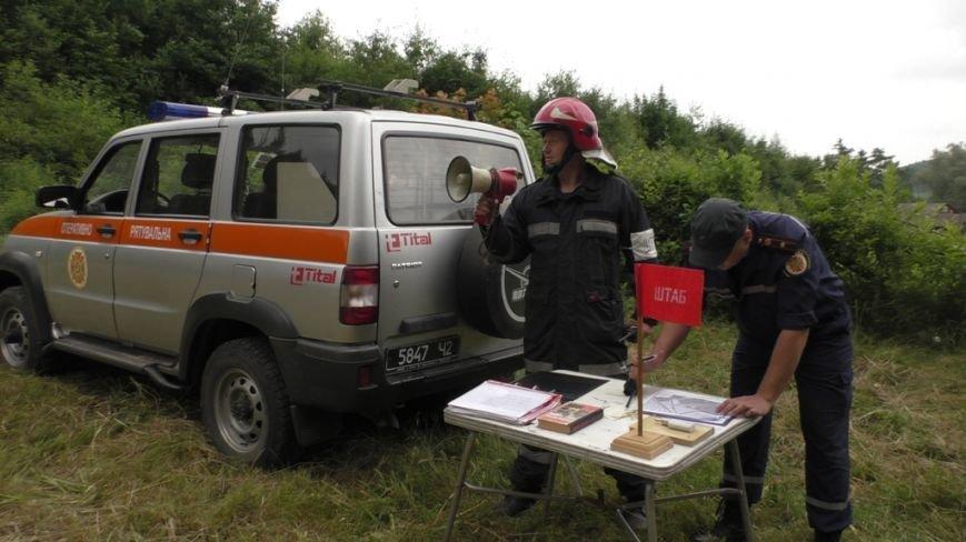 Буковинські рятувальники  вчилися  гасити  масштабну  лісову пожежу (ФОТО) (фото) - фото 1