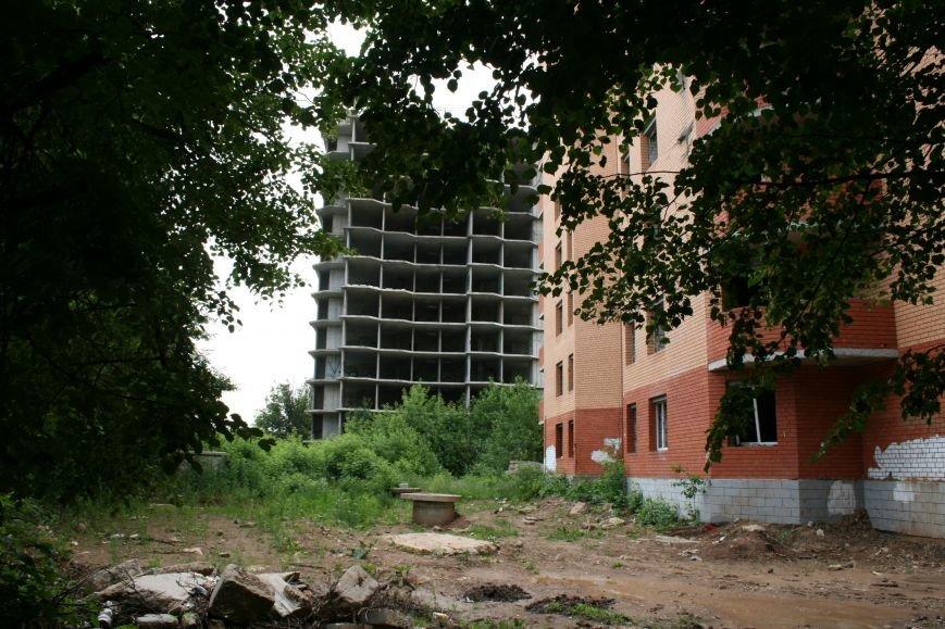 В Троицке недостроенные многоэтажки, расположенные на улице Текстильщиков- стали одним из самых опасных мест города! (ФОТО, ВИДЕО), фото-1