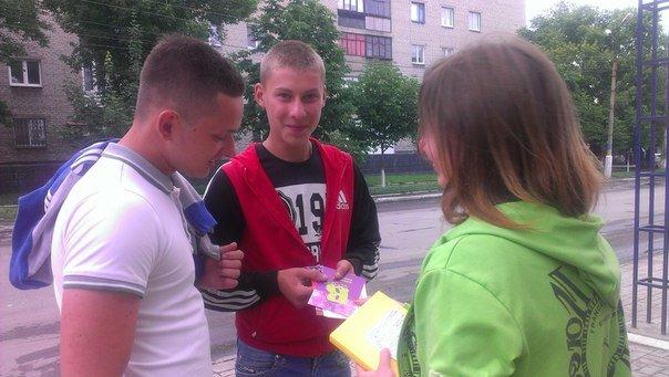Патриоты Димитрова провели акцию «Твоя гумова броня» (фото) - фото 1
