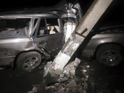 На Прикарпатті «Mercedes» в'їхав у електроопору (ФОТО) (фото) - фото 1
