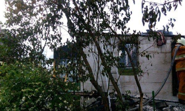 В Гродненском районе женщина выпрыгнула из окна второго этажа спасаясь от пожара (фото) - фото 1