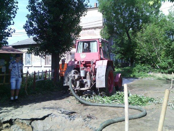 В Николаеве люди с ведрами выстроились в очередь за водой (ФОТОРЕПОРТАЖ) (фото) - фото 11