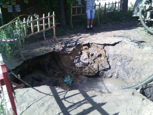 В Николаеве люди с ведрами выстроились в очередь за водой (ФОТОРЕПОРТАЖ) (фото) - фото 10