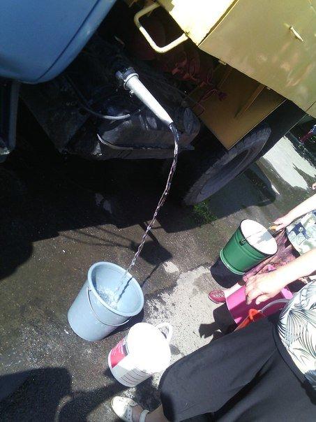 В Николаеве люди с ведрами выстроились в очередь за водой (ФОТОРЕПОРТАЖ) (фото) - фото 4