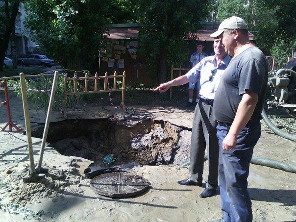 В Николаеве люди с ведрами выстроились в очередь за водой (ФОТОРЕПОРТАЖ) (фото) - фото 9