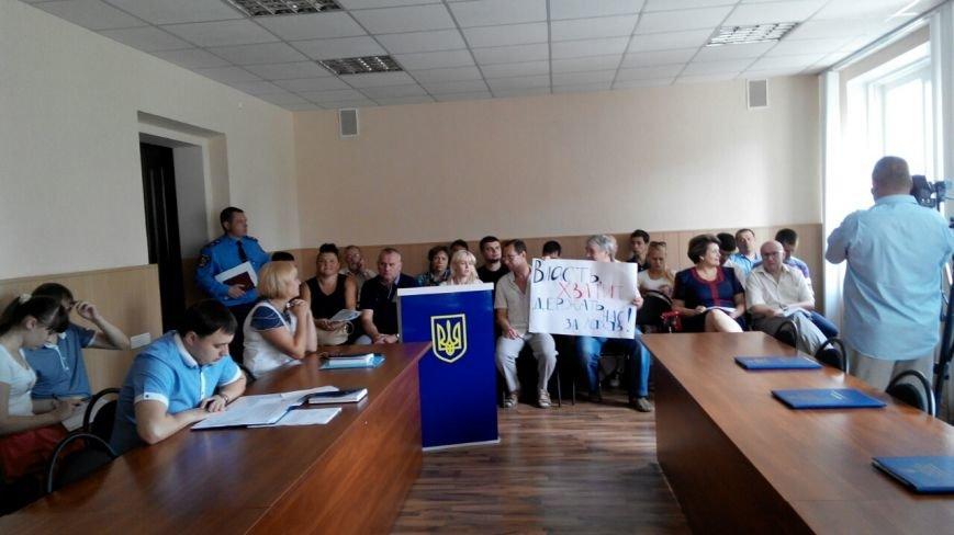 В Краматорске общественность пикетирует исполком: заседание сорвалось из-за недисциплинированности власть имущих (фото) - фото 4