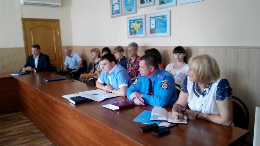 В Краматорске общественность пикетирует исполком: заседание сорвалось из-за недисциплинированности власть имущих (фото) - фото 5