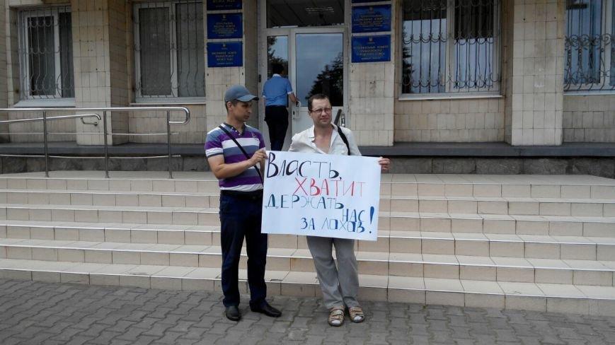 В Краматорске общественность пикетирует исполком: заседание сорвалось из-за недисциплинированности власть имущих (фото) - фото 1