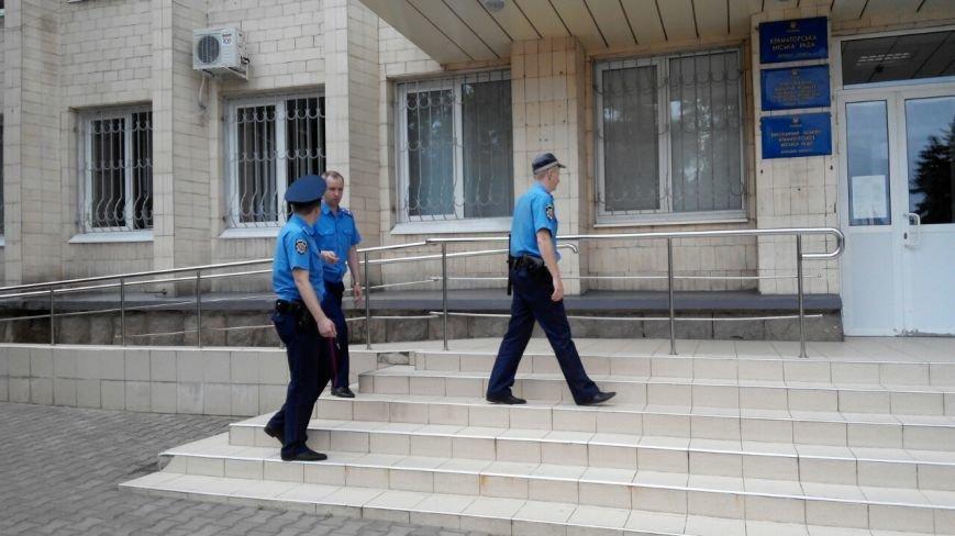 В Краматорске общественность пикетирует исполком: заседание сорвалось из-за недисциплинированности власть имущих (фото) - фото 3