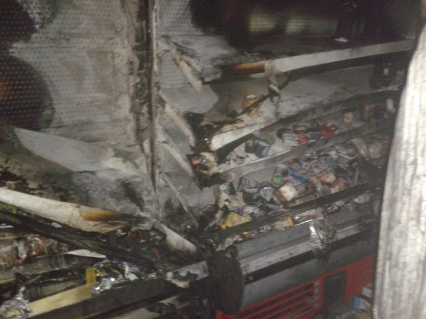У Житомирі в продуктовому магазині загорівся холодильник, фото-3