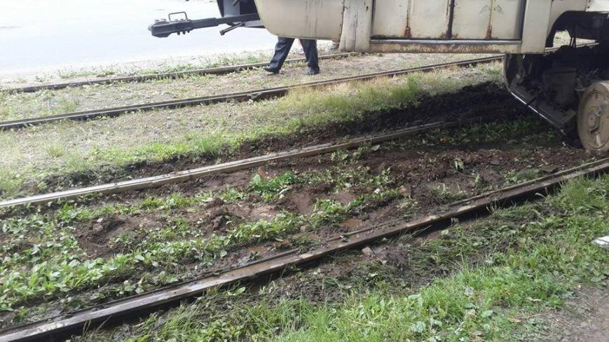 В Киеве на Дарнице трамвай сошел с рельс (ФОТОФАКТ) (фото) - фото 1