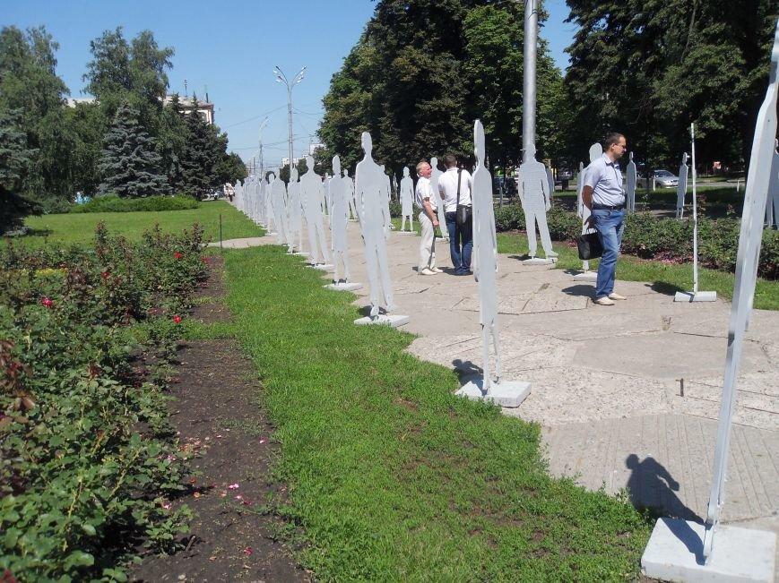 Центр Полтави заполонили «Невидимі» люди (фото) - фото 4