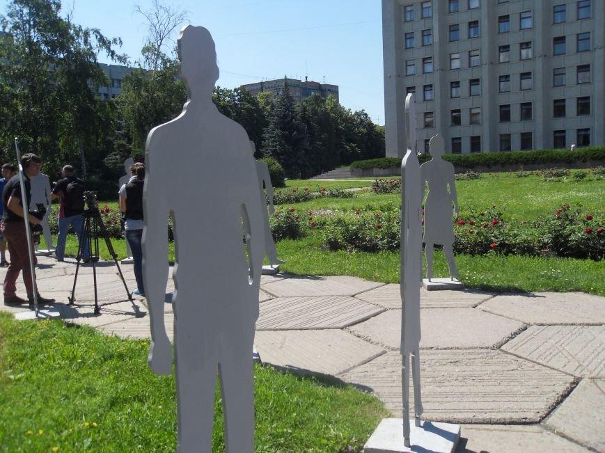 Центр Полтави заполонили «Невидимі» люди (фото) - фото 2