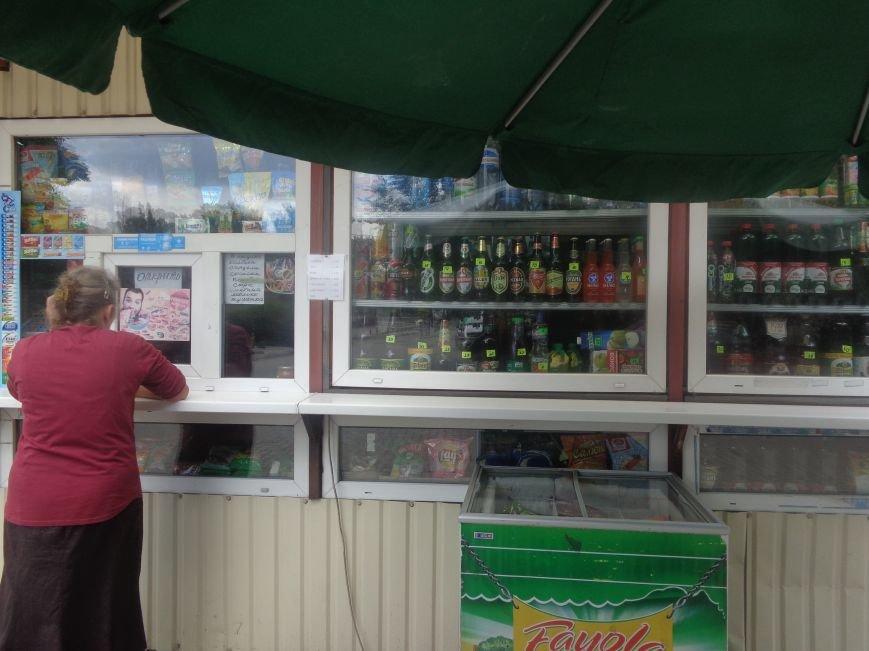 С 1 июля запрещена продажа пива в киосках, однако в Красноармейске и Димитрове этот запрет проигнорирован (фото) - фото 15