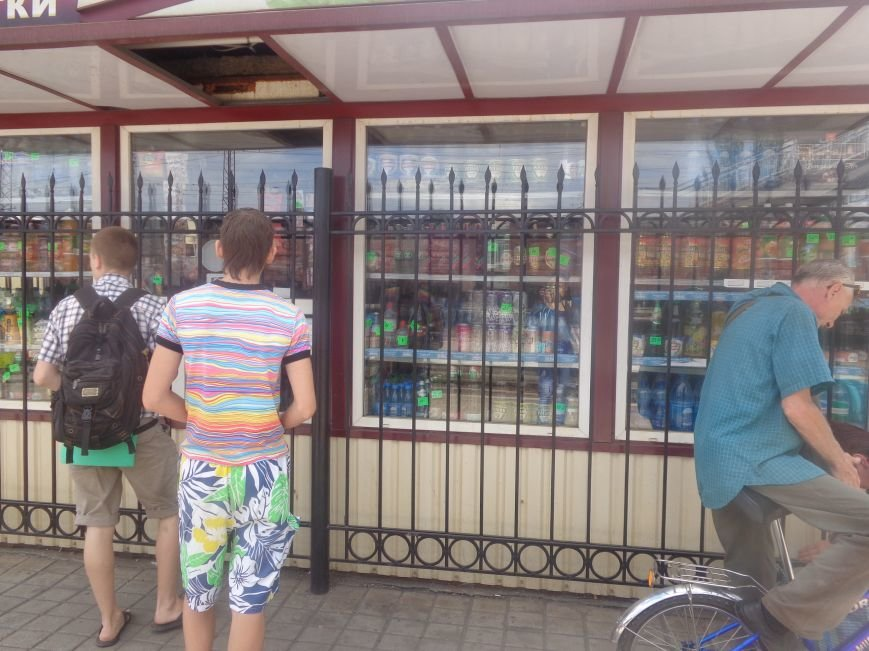 С 1 июля запрещена продажа пива в киосках, однако в Красноармейске и Димитрове этот запрет проигнорирован (фото) - фото 13