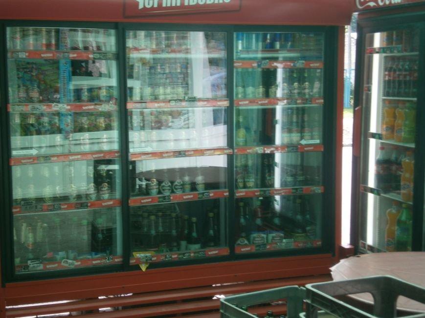 С 1 июля запрещена продажа пива в киосках, однако в Красноармейске и Димитрове этот запрет проигнорирован (фото) - фото 4