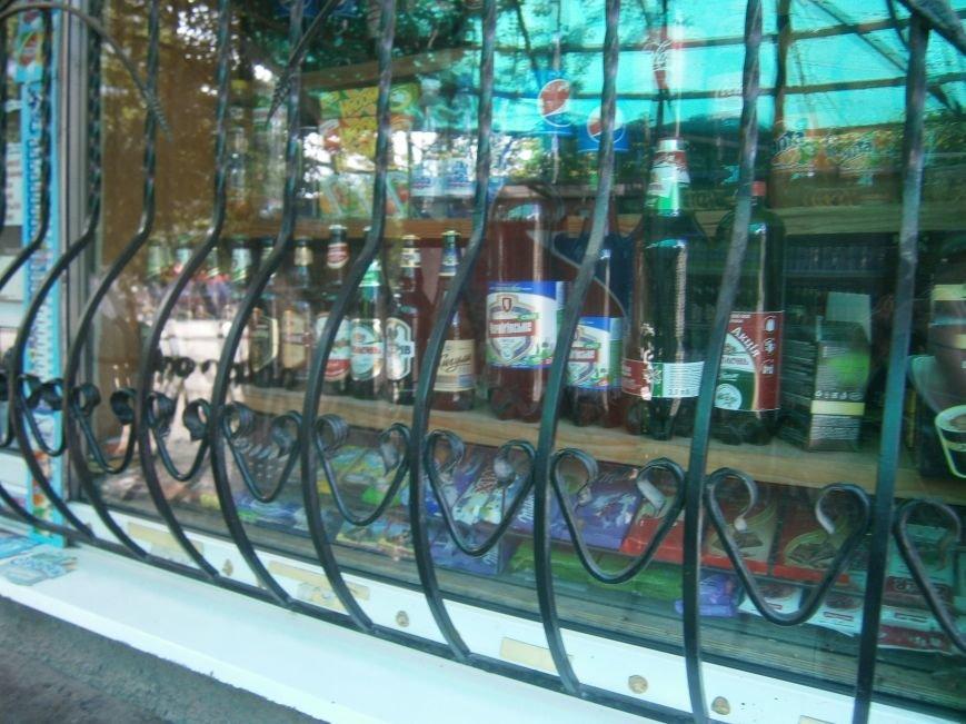 С 1 июля запрещена продажа пива в киосках, однако в Красноармейске и Димитрове этот запрет проигнорирован (фото) - фото 10