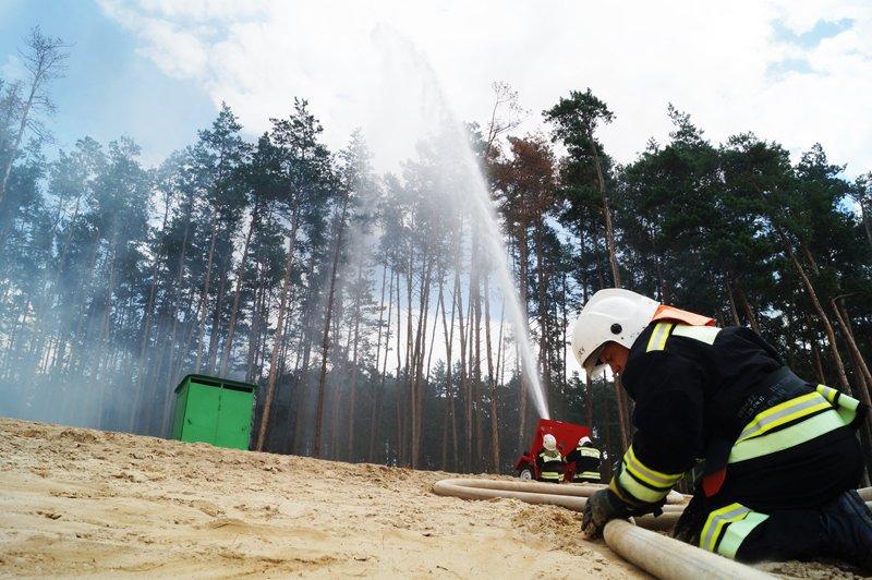 Белгородские спасатели продемонстрировали готовность к ликвидации последствий авиакатастрофы (фото) - фото 1