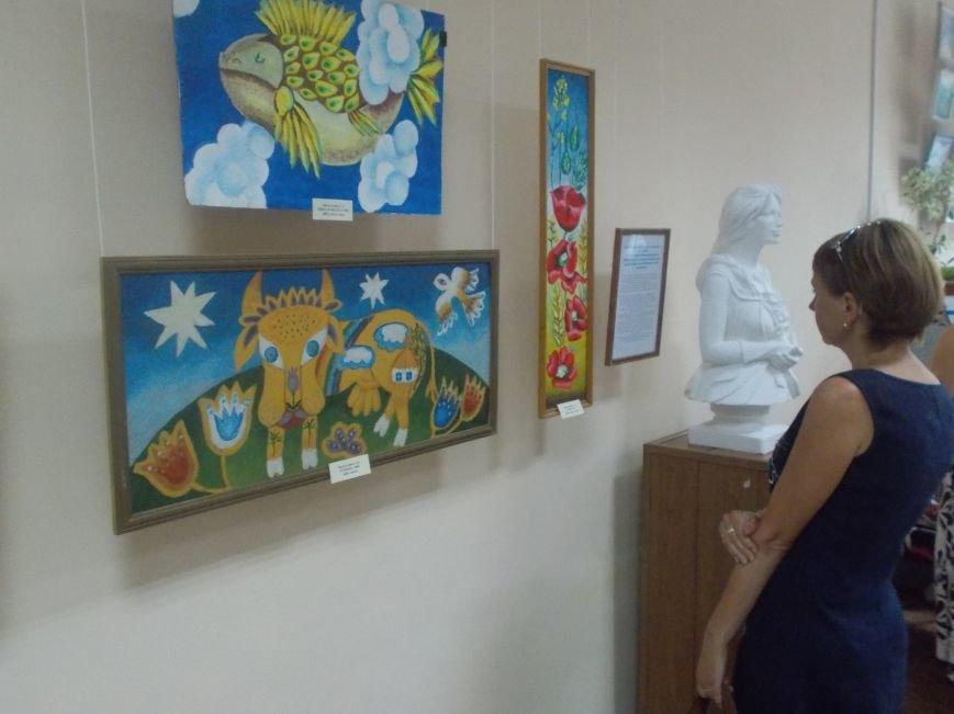 Портовики Бердянска открыли выставку в художественном музее (фото) - фото 1