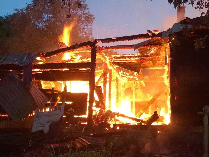 На Косівщині вогонь вщент знищив помешкання місцевої сім'ї. Загинуло двоє людей. Фото (фото) - фото 3