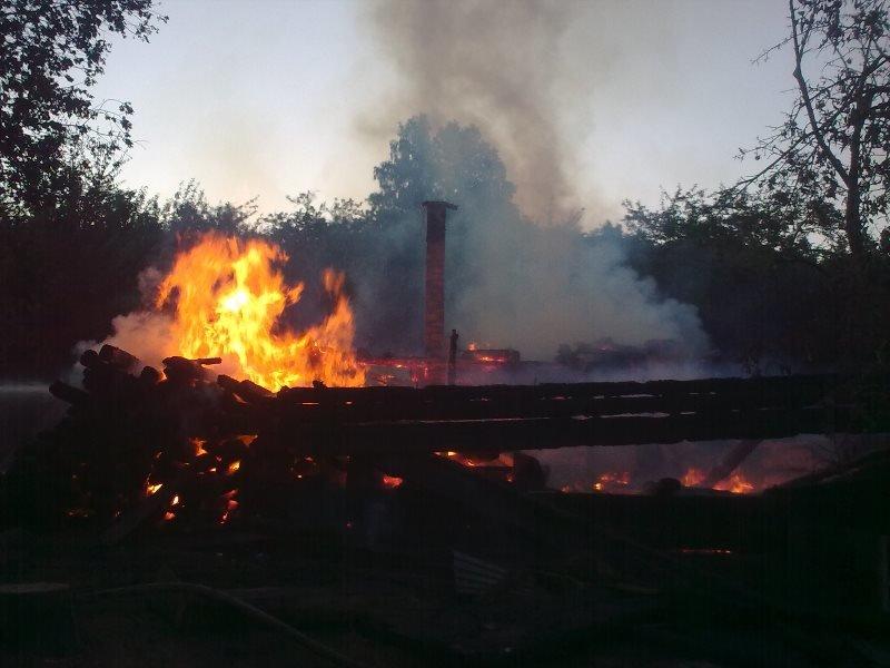 На Косівщині вогонь вщент знищив помешкання місцевої сім'ї. Загинуло двоє людей. Фото (фото) - фото 5