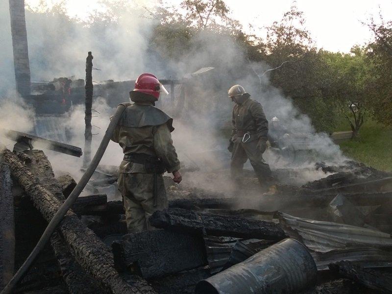 На Косівщині вогонь вщент знищив помешкання місцевої сім'ї. Загинуло двоє людей. Фото (фото) - фото 6