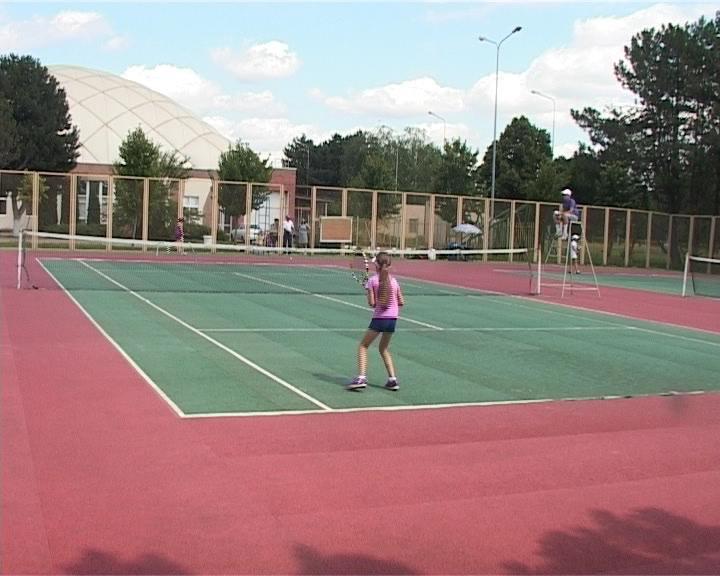 В Армавире 150 юных спортсменов участвуют в первенстве города по большому теннису (фото) - фото 1