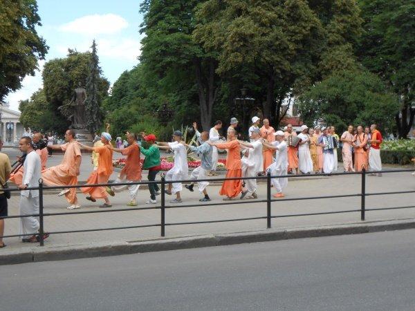 У центрі Тернополя фестивалили кришнаїти (фото) (фото) - фото 1