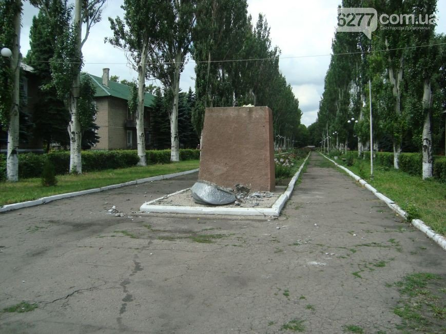 Декоммунизация или хулиганство? В городах Родинское и Белицкое снесли памятники Ленину (фото) - фото 5