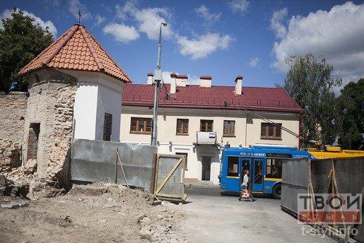 В Бригистком монастыре разрушили часть стены во время реконструкции (фото) - фото 2
