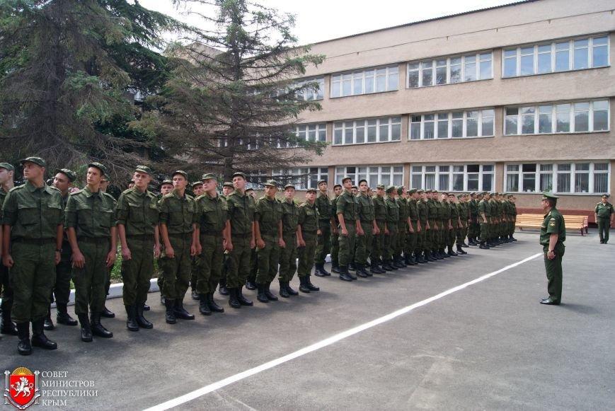В Симферополе торжественно проводили последних крымских срочников весеннего призыва (ФОТО) (фото) - фото 1