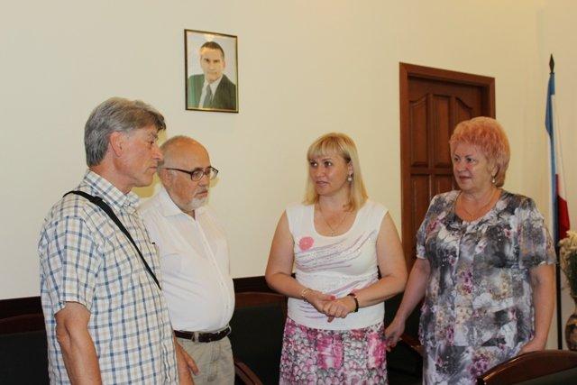 Глава округа Феодосия встретилась с членами Крымского землячества (Фото), фото-1