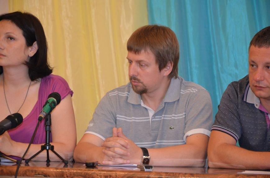 Мариупольские общественники требуют от Хотлубея наложить вето на 23 бюджетных миллиона, фото-1