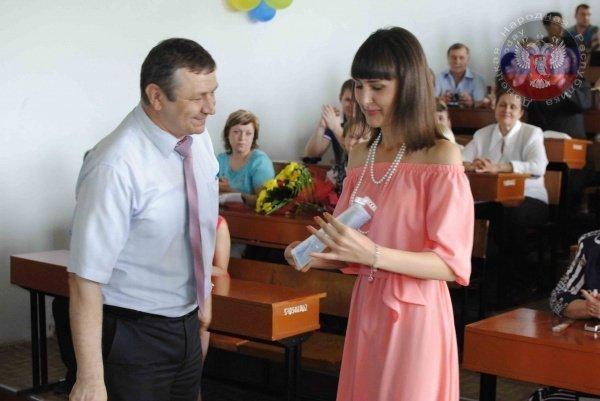 Какие дипломы вручили выпускникам вузов в «ДНР» (ФОТОФАКТ) (фото) - фото 1