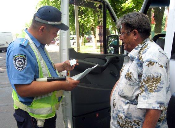 На Полтавщине водители автобусов садятся за руль пьяными, превышают скорость и не выполняют требований дорожных знаков (фото) - фото 1