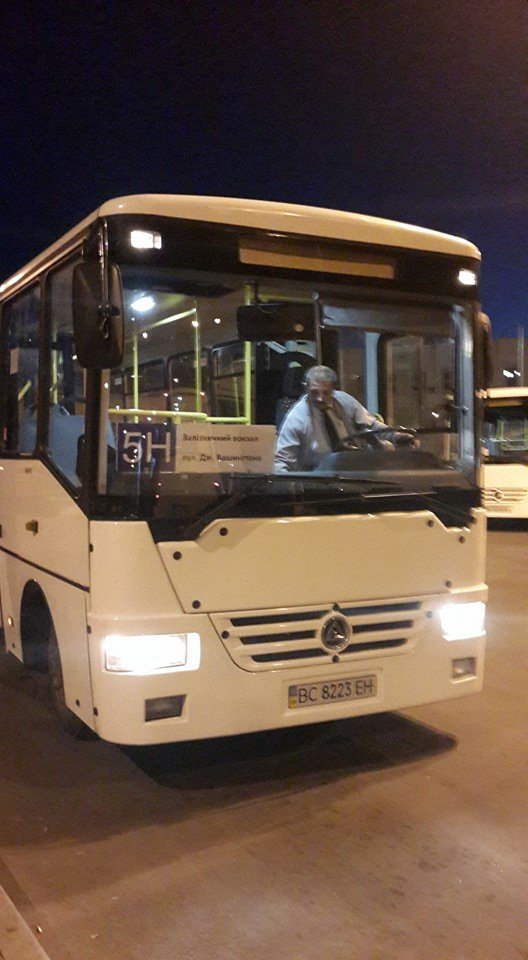 У Львові запрацювали нічні автобуси. Як це було? (ФОТО) (фото) - фото 3