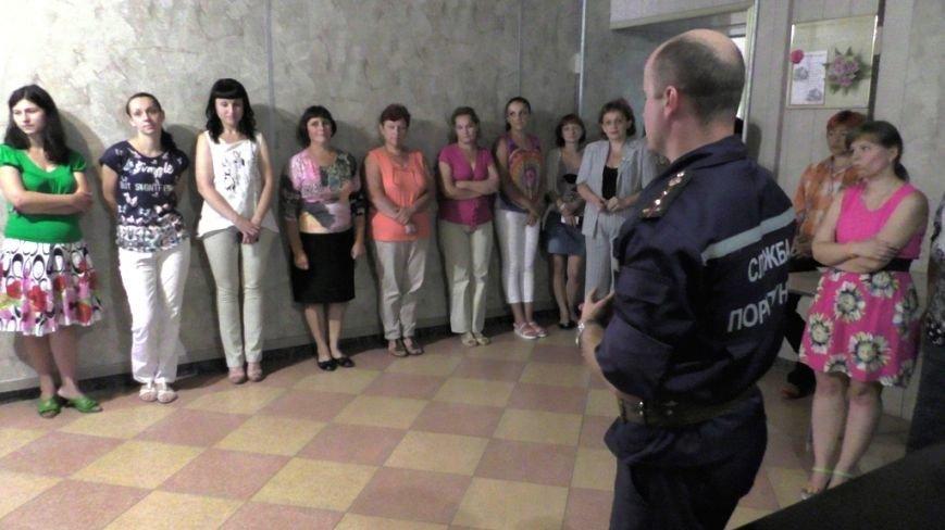Буковинські рятувальники навчали  працівників пенсійного фонду правилам безпеки (ФОТО) (фото) - фото 3