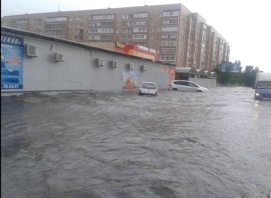 В Ульяновске машины тонут в лужах. Фото (фото) - фото 1