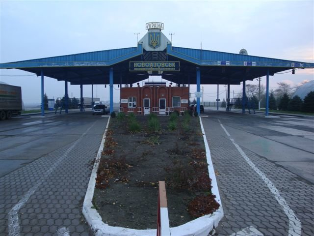 Мариупольские пограничники чтут память погибших год назад в Новоазовске коллег (ФОТО), фото-9