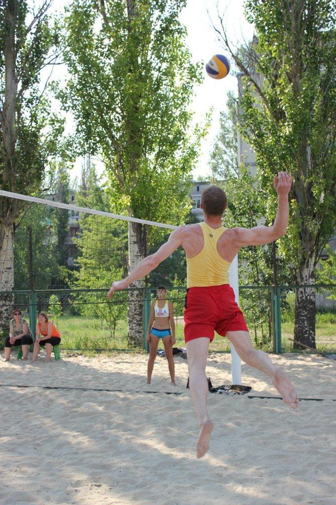 Турнир по пляжному волейболу в Димитрове прошел весело и интересно (фото) - фото 2